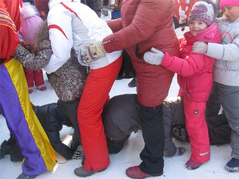 Детские игры на улице зимой