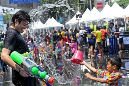 Традиции Нового года в разных странах мира. Обливание водой